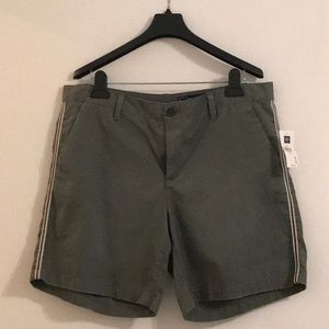 """GAP Women 5"""" short.  Brand new!  With tag on it!"""